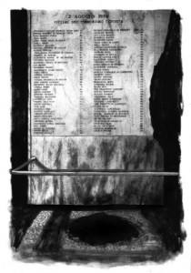 La targa con i nomi delle vittime alla stazione di Bologna