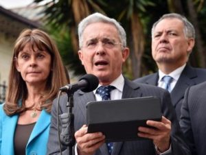 Pace in Colombia: l'ex presidente Álvaro Uribe (foto: La Repubblica)