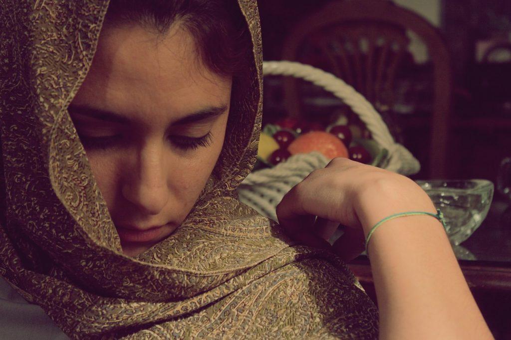 Il velo, i media e il dialogo che non c'è: una ragazza con il velo