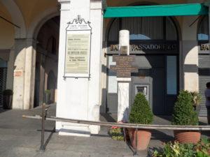 Nuova sentenza per piazza della Loggia: la lapide dedicata ai caduti (foto: Wikipedia)